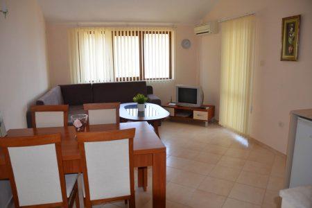 Апартамент под наем с две спални интериор - Комплекс Сънрайз Апартментс Буджака - Созопол Апартментс
